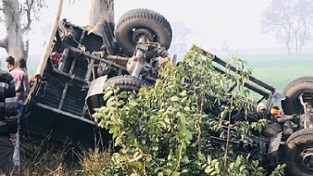 ਅਜਨਾਲਾ ਸੜਕ ਹਾਦਸੇ 'ਚ BSF ਜਵਾਨ ਦੀ ਮੌਤ, 12 ਫੱਟੜ