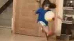 VIDEO: 5 ਸਾਲ ਦਾ ਇਹ ਫੁੱਟਬਾਲ ਖਿਡਾਰੀ ਪੁੱਟ ਰਿਹੈ ਧੂੜਾਂ
