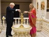 ਚੋਣਾਂ ਤੋਂ ਪਹਿਲਾਂ ਭਾਰਤੀ ਵੋਟਰਾਂ ਨੂੰ ਖ਼ੁਸ਼ ਕਰਨ ਲਈ UK ਦੇ PM ਪੁੱਜੇ ਮੰਦਰ